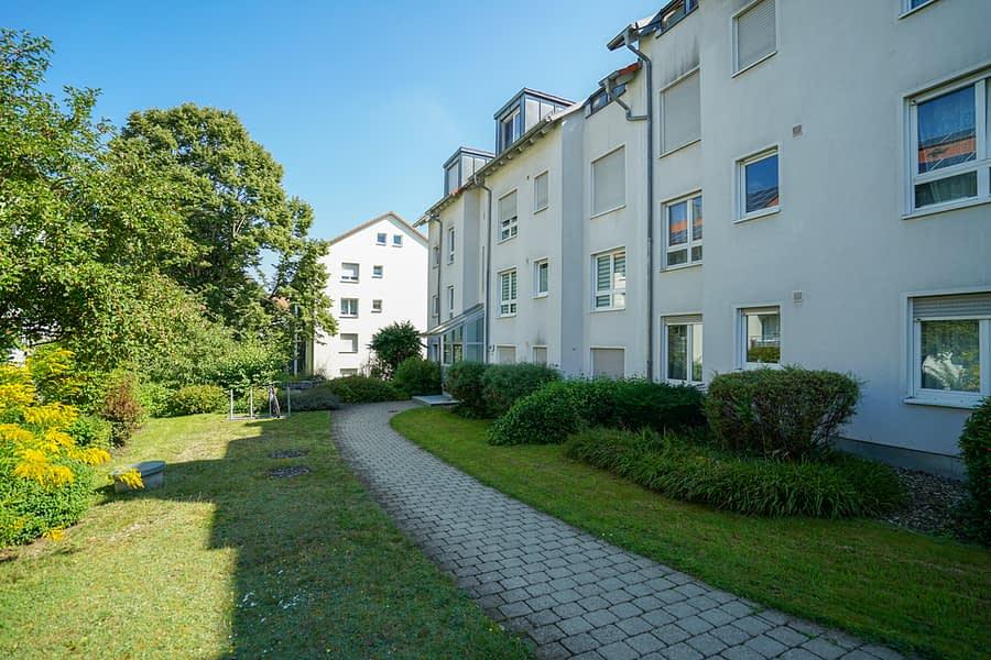 Gepflegte 3-Zimmer Wohnung mit Loggia und Gartenanteil 89075 Ulm, Erdgeschosswohnung